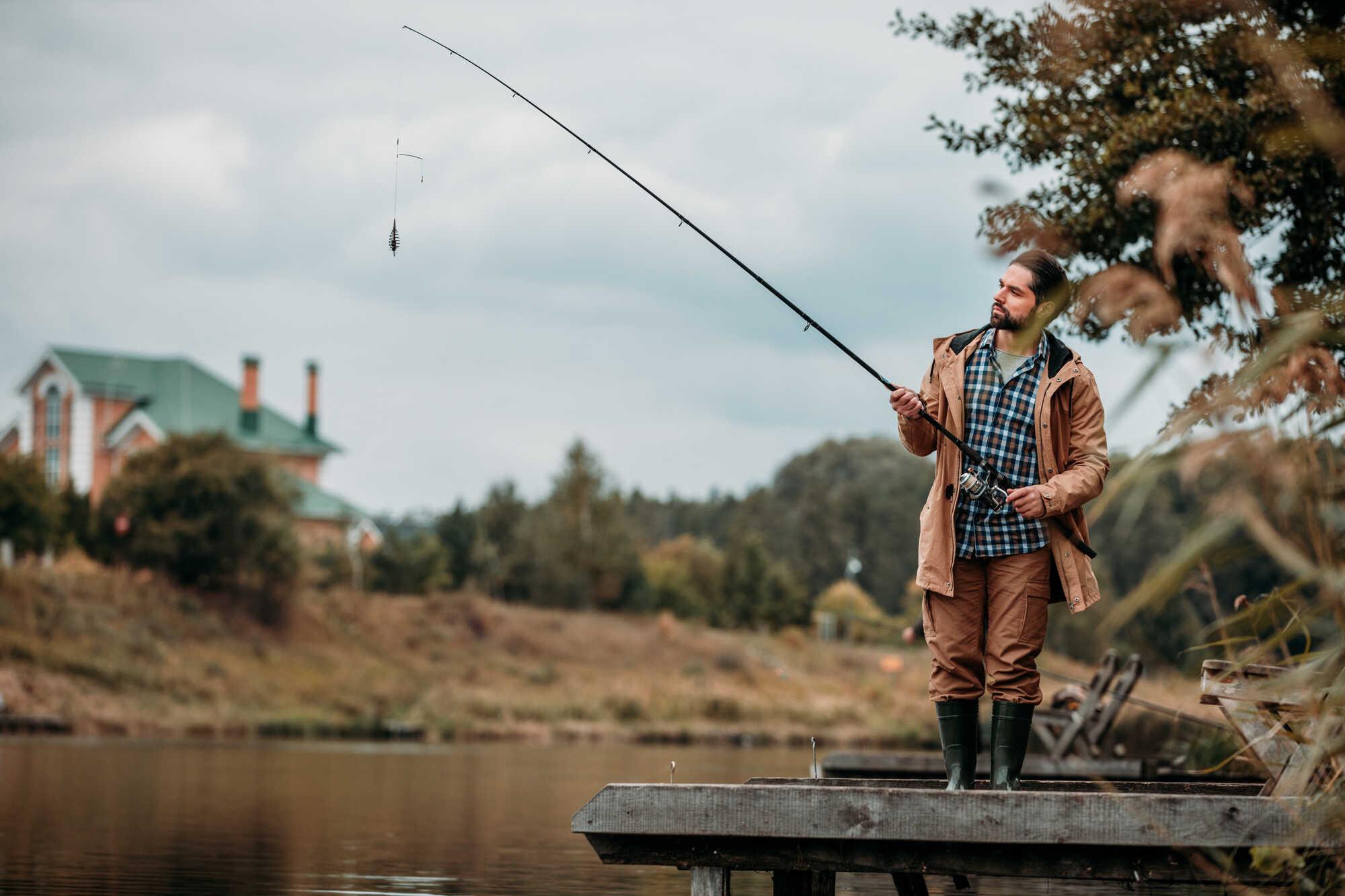 Rybář u jezera